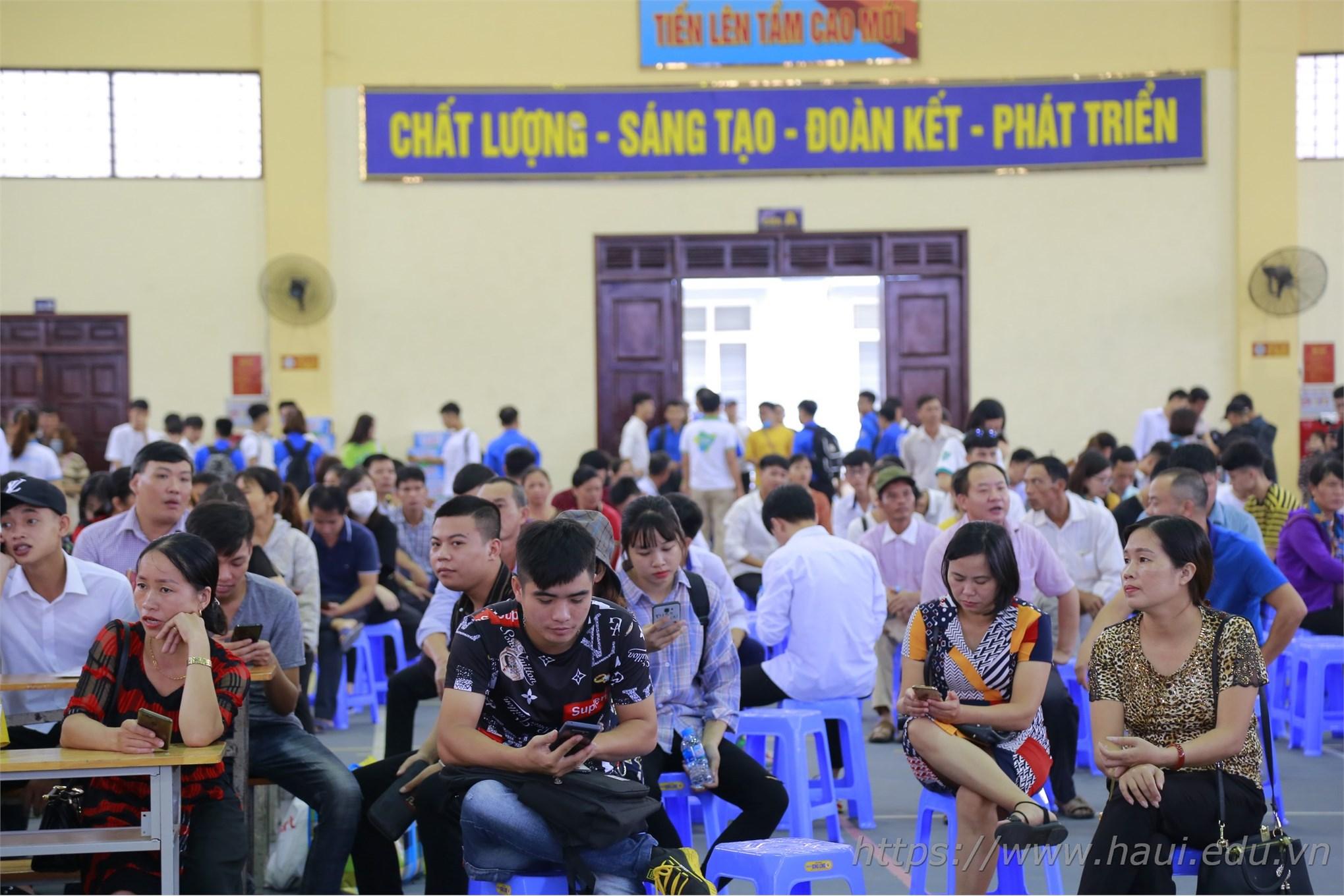 Trung tâm Việt – Nhật tưng bừng chào đón Tân sinh viên hệ cao đẳng K21