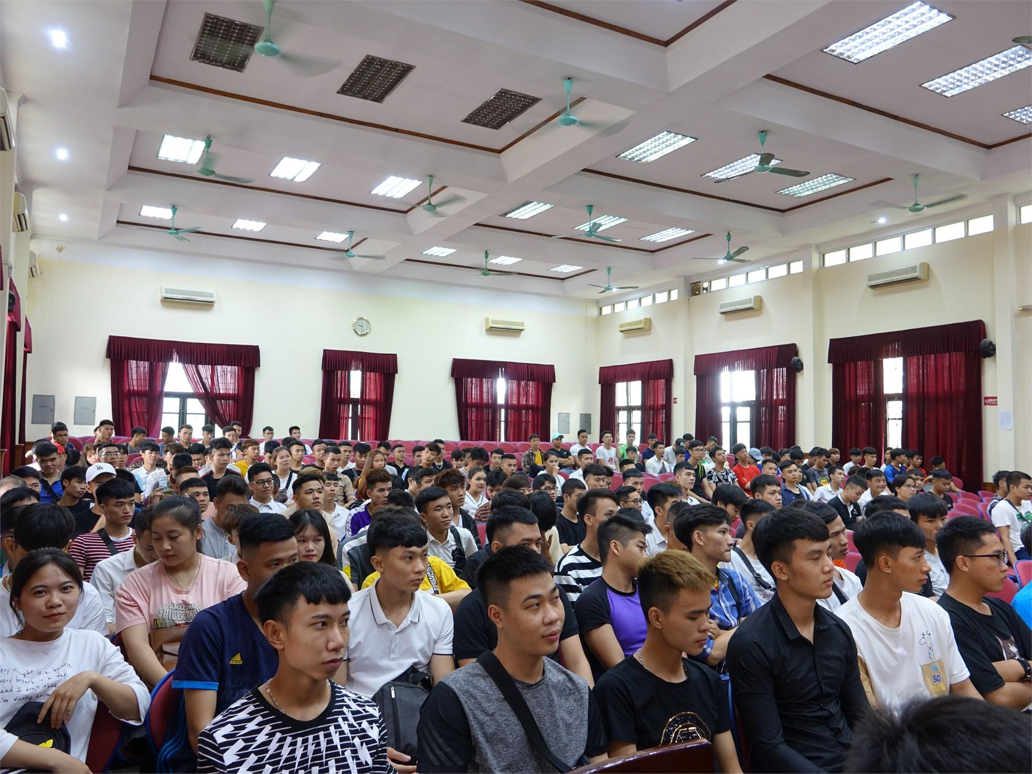 Sinh viên hệ cao đẳng K19 hào hứng bước vào đợt thực tập tốt nghiệp cuối khóa