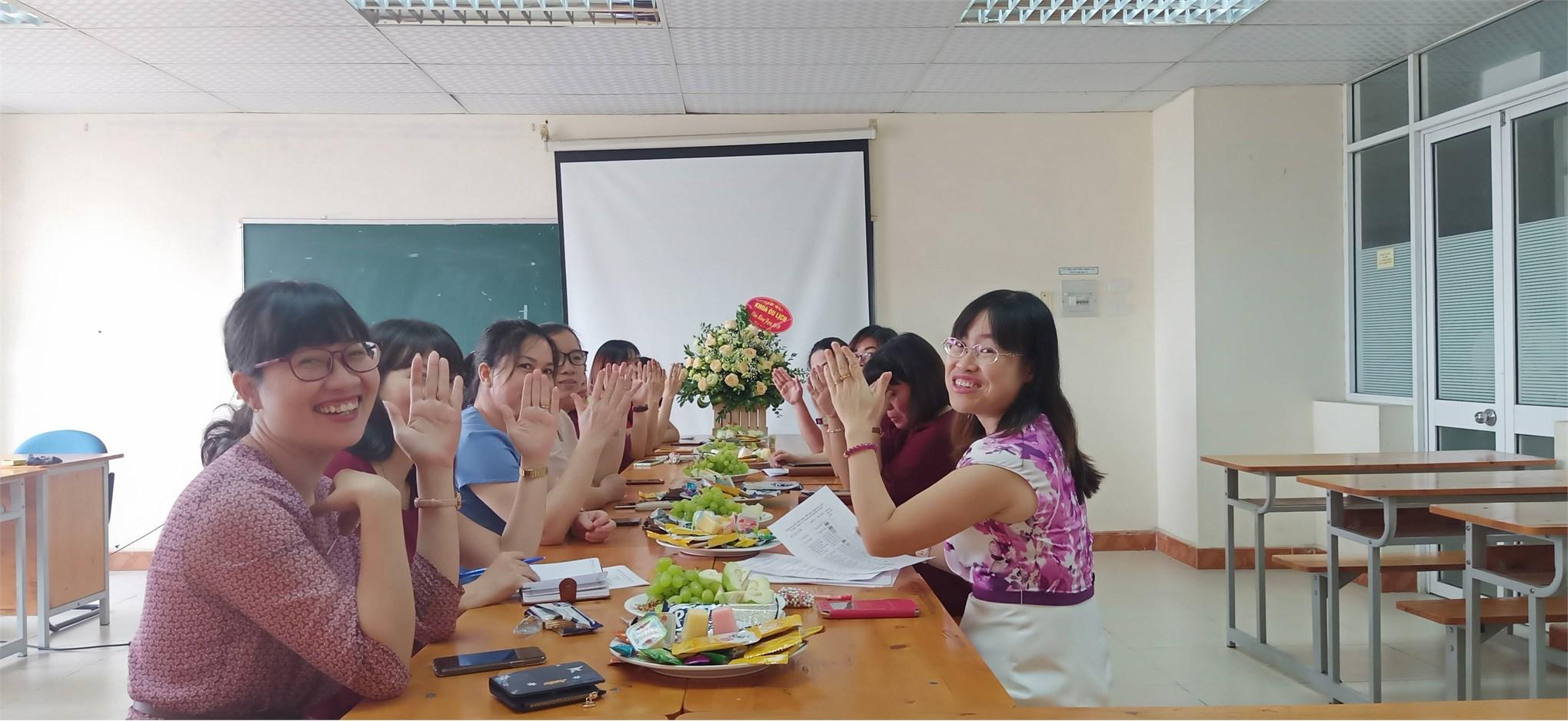 Tổ nữ công Du Lịch – Việt Nhật – Đào tạo thường xuyên họp bình xét nữ công năm 2019