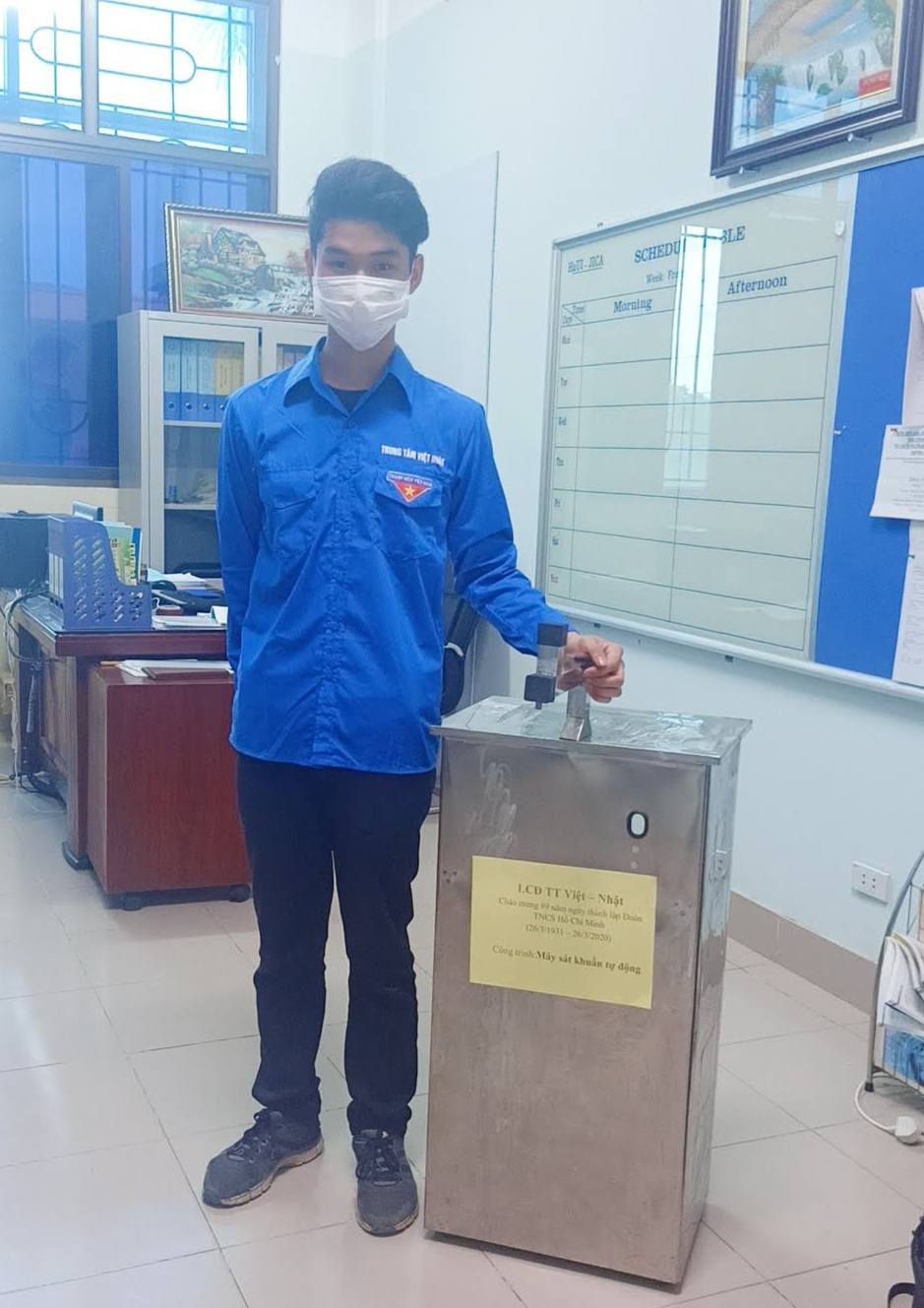 Liên chi đoàn Trung tâm Việt Nhật nghiên cứu, chế tạo máy phun nước sát khuẩn tay tự động