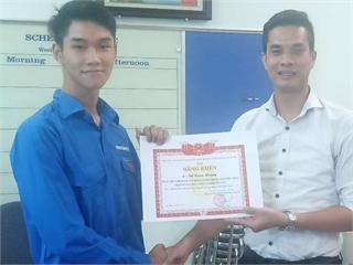 Sinh viên Đỗ Xuân Hoàng được nhận bằng khen của Thành đoàn Hà Nội về thành tích xuất sắc trong phong trào chống dịch Covid – 19
