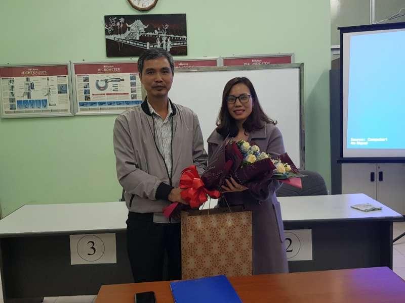 Chi bộ Trung tâm Việt Nhật chúc mừng Đảng viên được tặng huy hiệu 30 năm tuổi Đảng và chia tay Đảng viên chuyển công tác