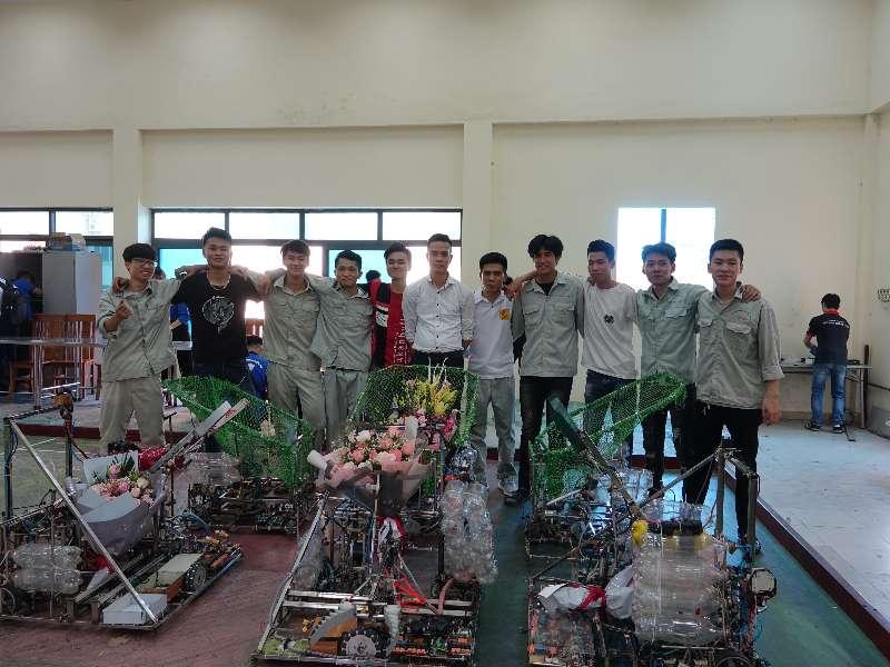 """Đội robot của Trung tâm Việt – Nhật giành giải Ba tại cuộc thi """"Sáng tạo robot Việt Nam 2020"""" cấp trường"""