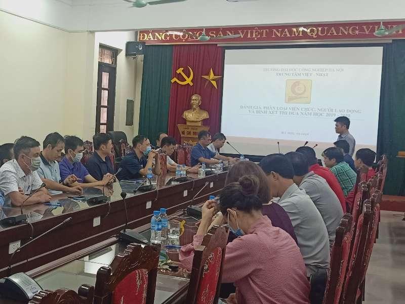 Công đoàn Trung tâm Việt Nhật bình xét thi đua năm học 2019 – 2020