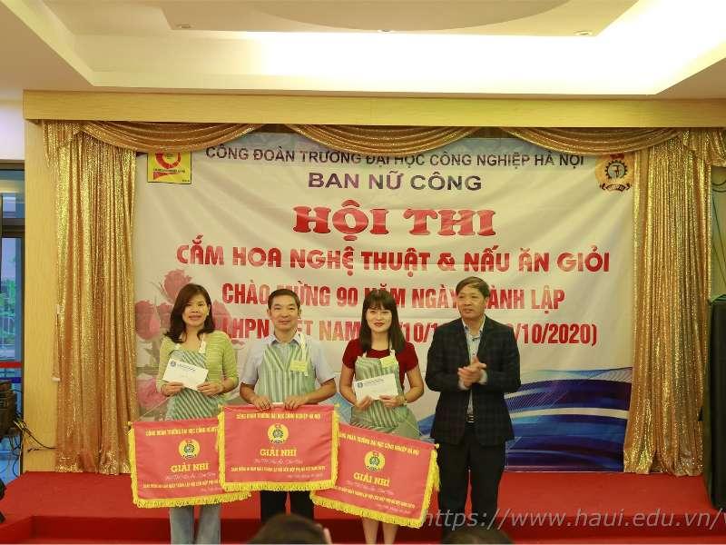 Tổ nữ công Du lịch – Việt Nhật – Đào tạo thường xuyên giành giải Nhì tại Hội thi cắm hoc, nấu ăn chào mừng kỷ niệm 90 năm ngày thành lập Hội liên hiệp Phụ nữ Việt Nam
